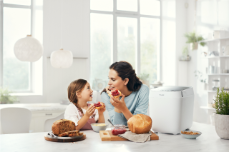 Panasonic_Croustina_Bread Maker _SD-ZP2000_lifestyle_family_white