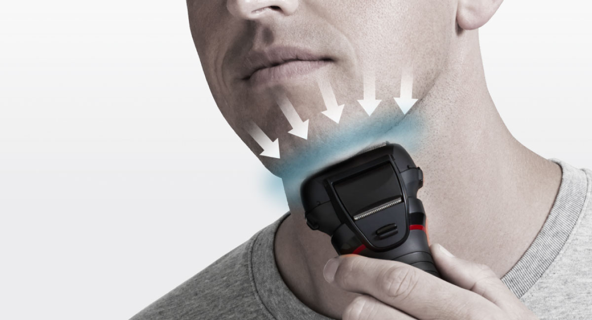 Obloukový břit se přizpůsobí konturám tváře