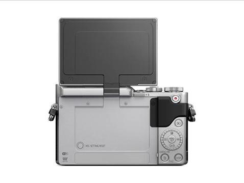 Panasonic lanza la nueva LUMIX GX880, sin espejo, con pantalla abatible y vídeo 4K