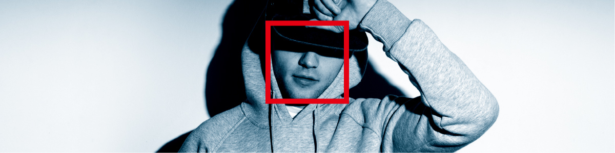 Photo: The face of a person wearing a hood and a cap is recognized and surrounded by a red square.