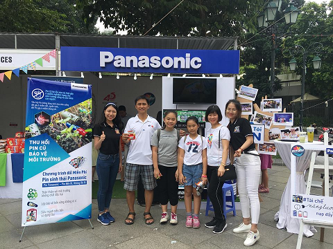 Visitors joining the eco-battery exchange program at Panasonic booth