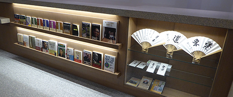 At the Konosuke Matsushita Museum shop we sell books by and about our founder Konosuke Matsushita published by the PHP (Peace and Prosperity Institute) and related merchandise.