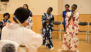 Photo: Learning Kabuki performance
