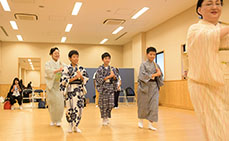 Photo: Japanese boys dancing cool in yukata