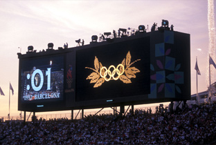 Photo: The Olympic rings being shown on an ASTROVISION large display unit installed at the main stadium of the Olympic Games Atlanta 1996