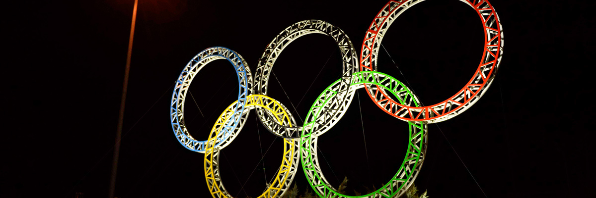 Photo: Panoramic view of the illuminated Olympic rings