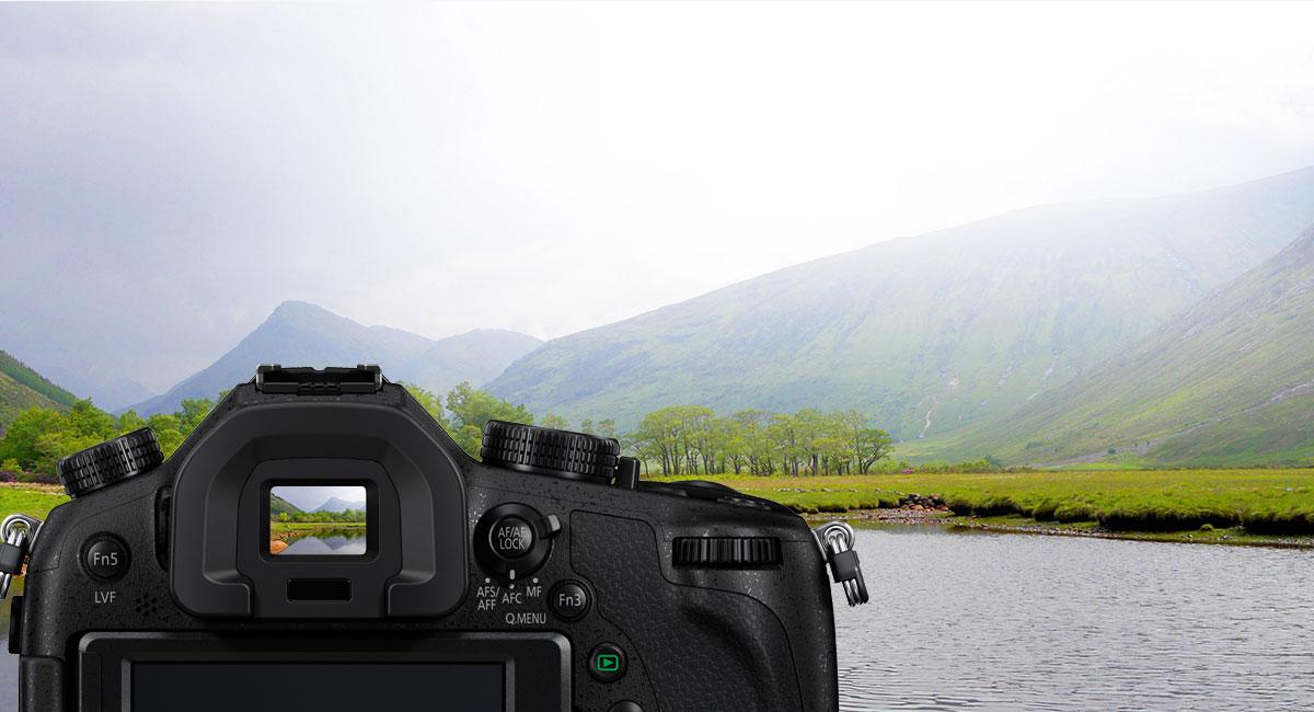 OLED hledáček Live View Finder s 2359 tisíci body a Free-angle LCD displej