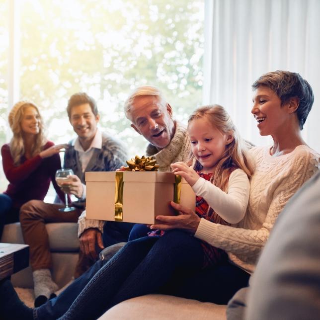 Tradiční výhody pro mladé i starší
