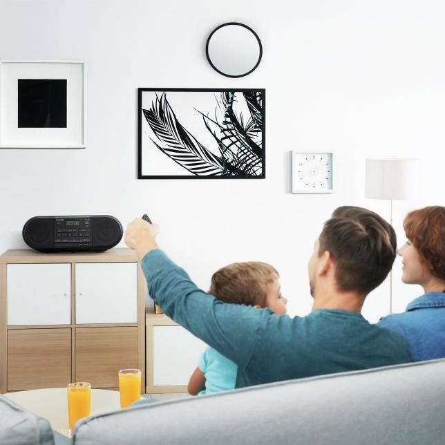 Dodává se s praktickým a pohodlným dálkovým ovládáním
