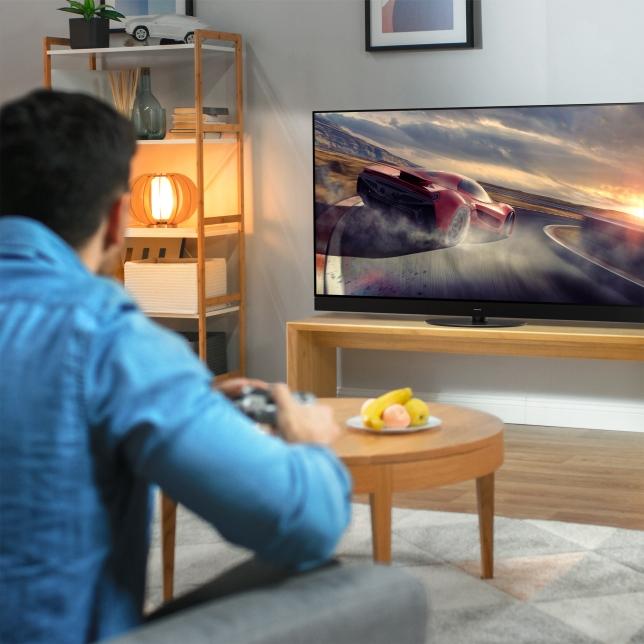 Velká 4K OLED obrazovka pro hraní her
